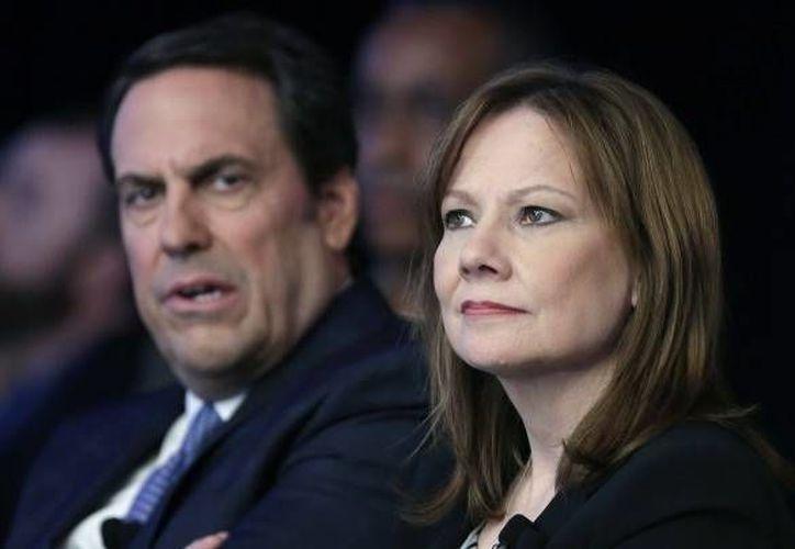 La directora general de General Motors Mary Barra y Mark Reuss, vicepresidente ejecutivo de desarrollo global de productos y presidente de GM Estados Unidos. (Agencias)