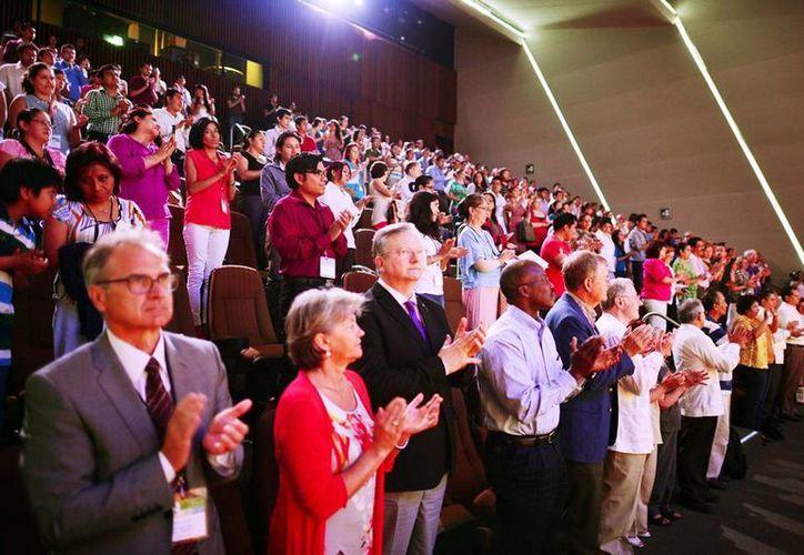 Cerca de 350 profesionistas  nacionales y extranjeros participan en el evento internacional. (Milenio Novedades)