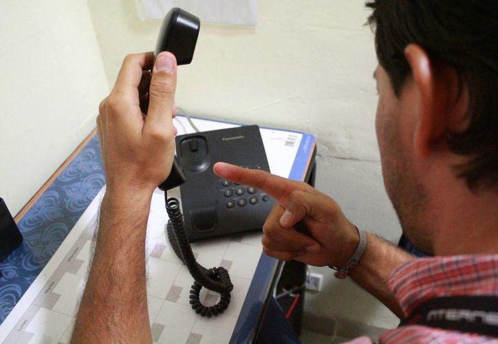 Recomiendan a las personas no caer en algún caso por vía telefónica. (Luis Soto/SIPSE)