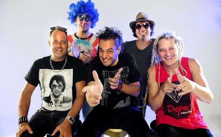 Los Auténticos Decadentes han realizado 15 producciones discográficas y conseguido discos de oro, platino y doble platino.(Notimex)