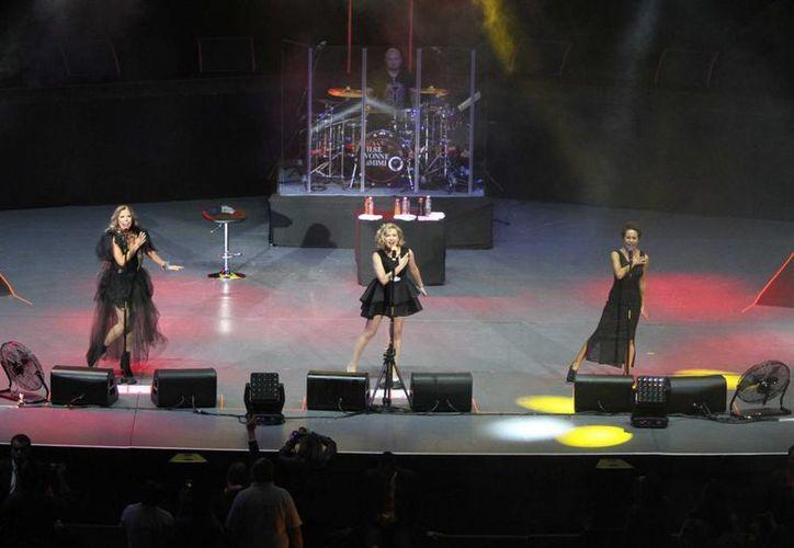 Flans presentó un concierto de más de dos horas ante un lleno en el famoso coloso de reforma.(Notimex)