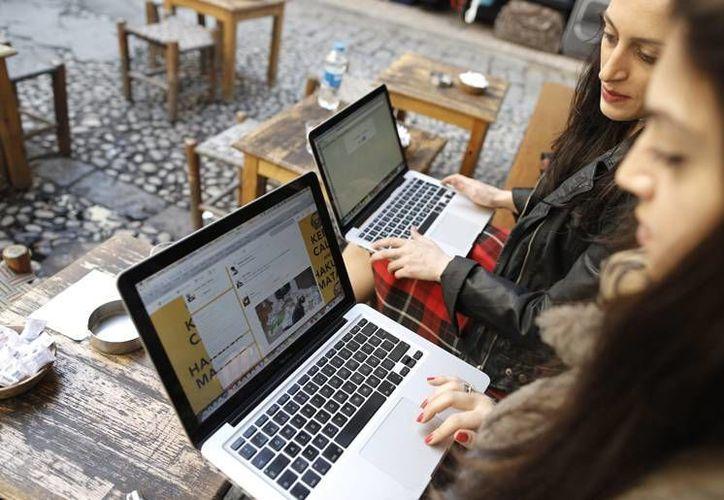 La Fundación World Wide Web pidió a los gobiernos crear oportunidades para las mujeres, las personas más pobres y los grupos marginados. (nacion.com)