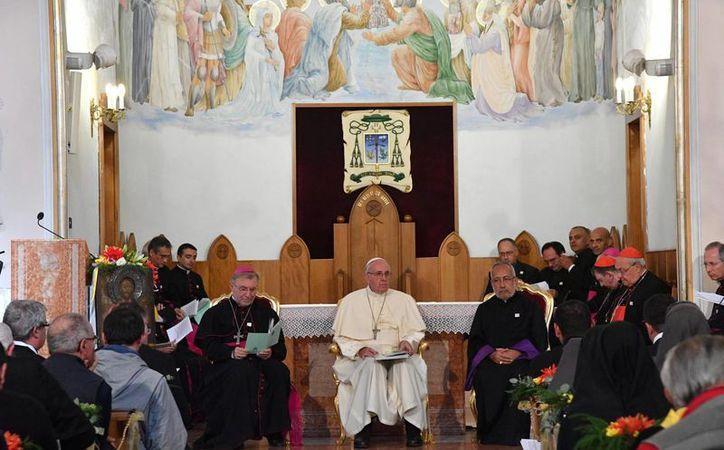 El Papa Francisco durante su encuentro con católicos en Tiflis. (EFE)
