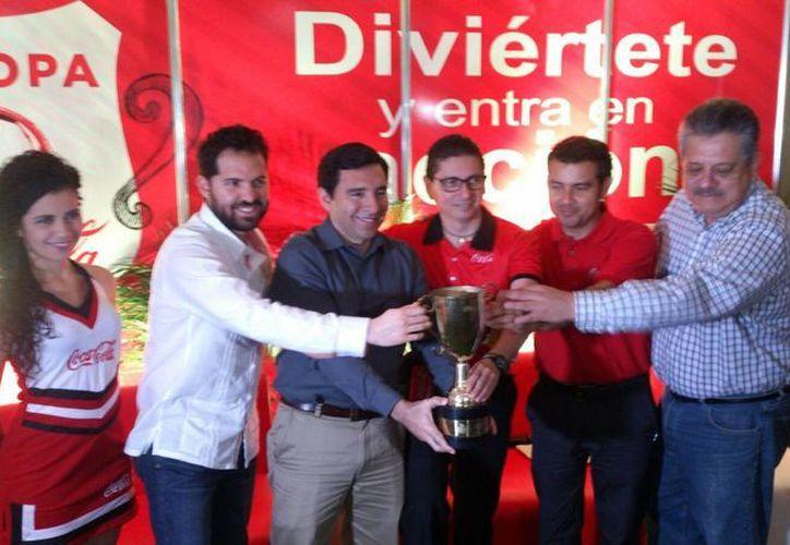 Este martes se llevó a cabo la presentación oficial del torneo, en el que se contó con la participación de organizadores y directivos. (José Acosta/SIPSE)