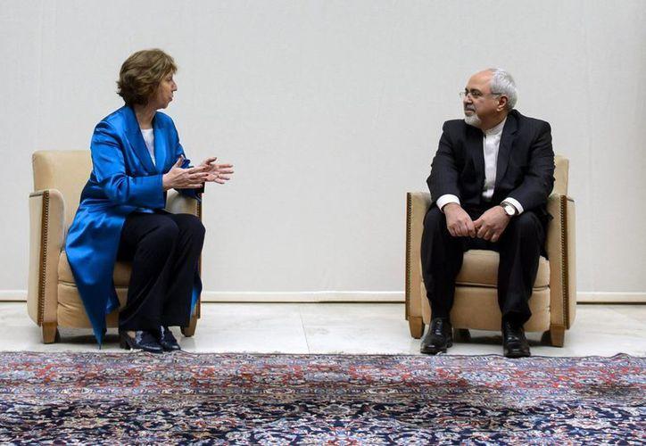 Catherine Ashton y Javad Zarif determinan las posturas de EU e Irán en las instalaciones de la ONU en Suiza. (Agencias)