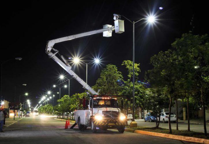 Los postes de las más de 100 luminarias son galvanizados y de lámparas LED. (SIPSE)