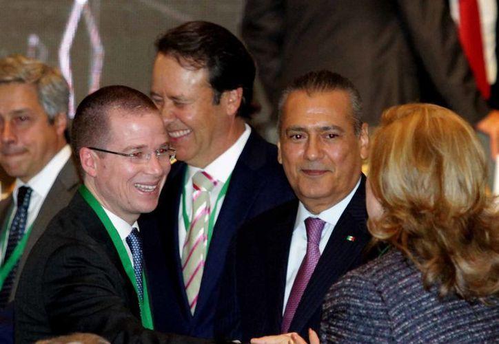 En propiedades, Ricardo Anaya (PAN), dice que tiene  4.2 millones de pesos; Manlio Fabio Beltrones (PRI), 8.4 millones. (Archivo/Notimex)
