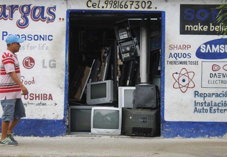 Los talleres de reparación y mantenimiento de televisiones continuarán en el mercado. (Yajahira Valtierra/SIPSE)