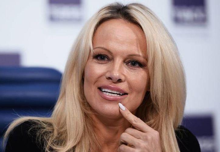 Pamela Anderson declaró que quienes hacen pornografía son unos perdedores. (rt.com)