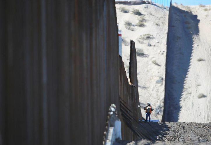 El gobierno de Estados Unidos agredeció el interés de las empresas que participaron en la licitación para la construcción del muro en la frontera con México. (Archivo/The Associated Press)