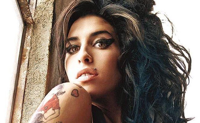 Tras la trágica muerte de la cantante británica, su legado sigue inspirando a través de su fundación. (AP)