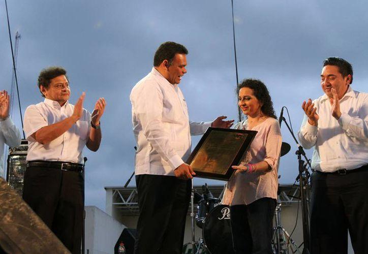 Se reconoció la trayectoria de la titiritera y cantante Andrea Herrera. (SIPSE)
