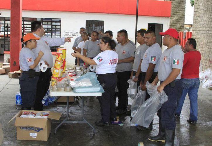 El Centro de Acopio ha recibido productos no perecederos que se han entregado a las familias necesitadas. (Ángel Castilla/SIPSE)
