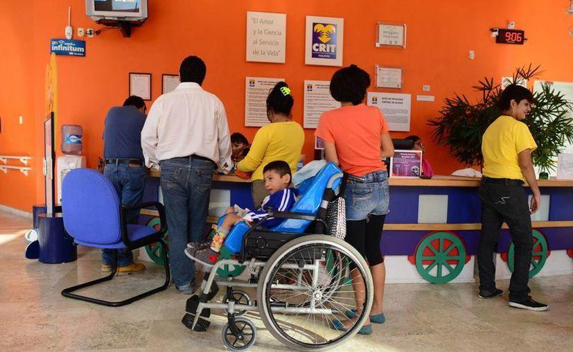 Para aquellos padres que necesiten llevar a sus hijos a los centros de rehabilitación en Mérida, la empresa yucateca Big Driver ofrecera transporte gratuito durante este martes. (Imagen ilustrativa/ Milenio Novedades)