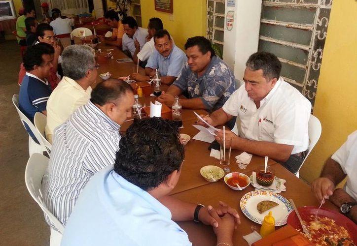 En la reunión participaron las cuatro organizaciones de transportistas de Bacalar y  Othón P. Blanco. (Redacción/SIPSE)