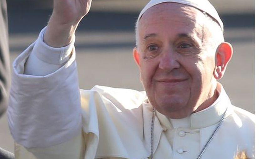 El papa Francisco dará a conocer si aprueba la ordenación de hombres casados. (Foto: Archivo Reforma).