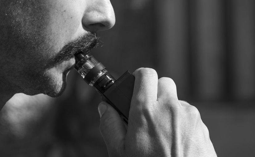 Los cigarrillos electrónicos funcionan convirtiendo en vapor un aerosol inhalable saborizado. (Foto: Pixabay)