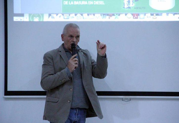 Uwe Rolli, empresario alemán radicado en Yucatán, presentó el proyecto Waste to liquid. (Milenio Novedades)