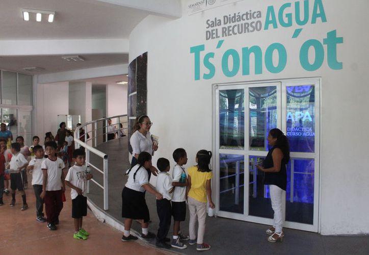 El objetivo es que los pequeños tengan conocimientos básicos sobre física, astronomía, y lego robotics, entre otros. (Joel Zamora/SIPSE)