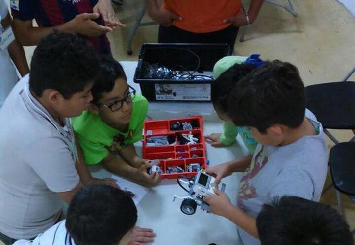 Los niños aprenden, se divierten y desarrollan su gusto por la ciencia, tecnología e innovación. (Redacción/SIPSE)