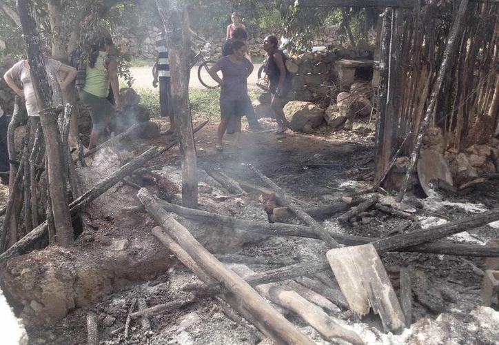 La casa de Francisca Ku fue consumida por las llamas. (Milenio Novedades)