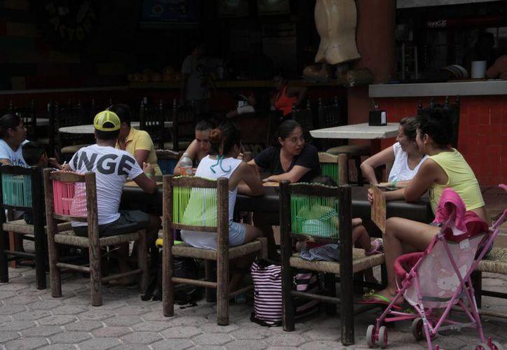 Los negocios son de ambientes juveniles. (Israel Leal/SIPSE)