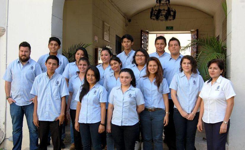 Jóvenes universitarios se alistan para viajar a Costa Rica. (Milenio Novedades)