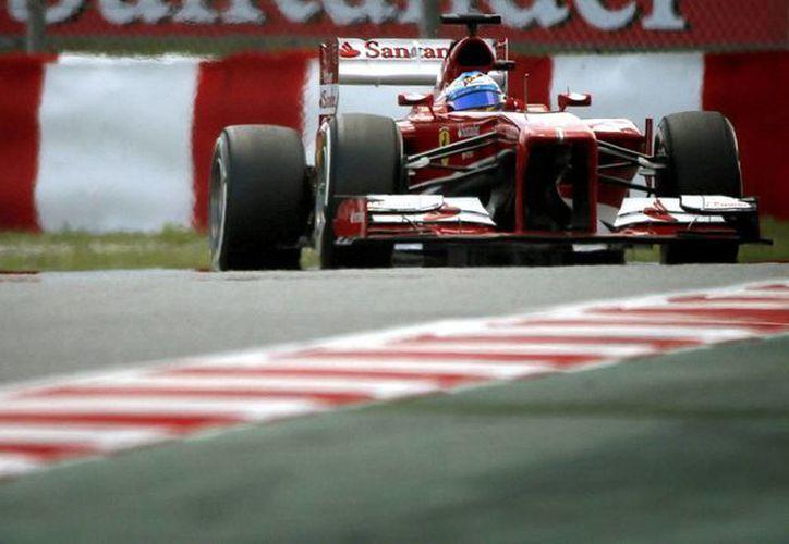 Alonso confía en deshacerse de los punteros en las primeras vueltas. (Foto: EFE)