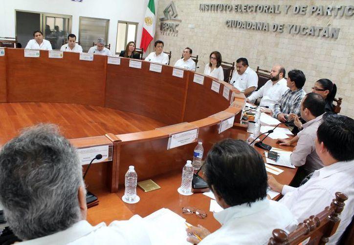 El consejo del Iepac sesionó ayer, en la que fueron citados Jorge Esmit May Mex y César Jiménez Méndez. (Milenio Novedades)