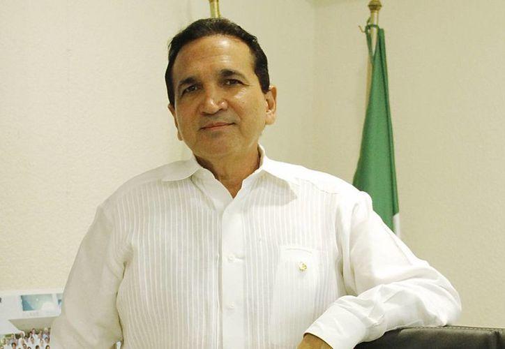 López Campos: existe un plazo de tres meses para concluir la primera etapa de reubicación de nuevos contribuyentes. (Juan Albornoz/SIPSE)