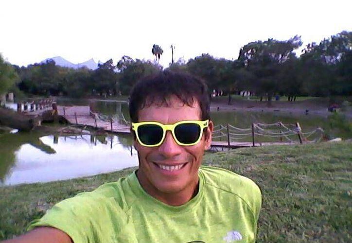 El ultramaratonista Eddy Nogales concluye la distancia de los 100 km de Monterrey. (Ángel Mazariego/SIPSE)