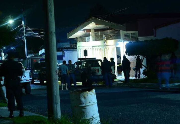 Imagen del exterior de la residencia del cónsul honorario de Rumania en El Salvador, Ricardo Enmanuel Salume Barake, quien fue hallado muerto. (Jorge Reyes/elsalvador.com)