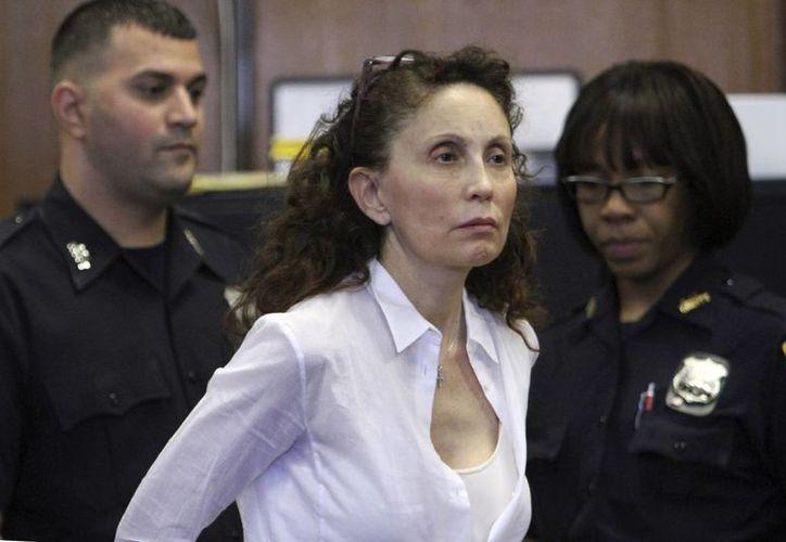 Imagen de Gigi Jordan en la corte Suprema de Manhattan en Nueva York. Podría tener  una pena de entre cinco a 25 años de cárcel por homicidio imprudencial. (Agencias)