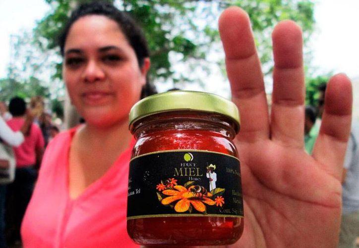 La miel orgánica de Yucatán tiene buena aceptación y mejor precio en Europa: por cada tonelada que se vende, se generan poco más de 2,800 dólares, es decir, 42,000 pesos mexicanos. La imagen está utilizada solo con fines ilustrativos. (Milenio Novedades)