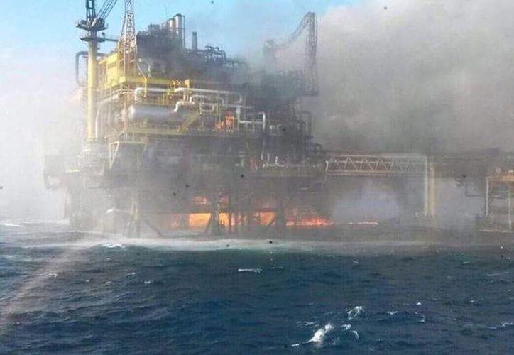 El incendio en la plataforma Abkatun Alfa de Pemex dejó como saldo 4 muertos y 16 heridos. (Novedades de Campeche)