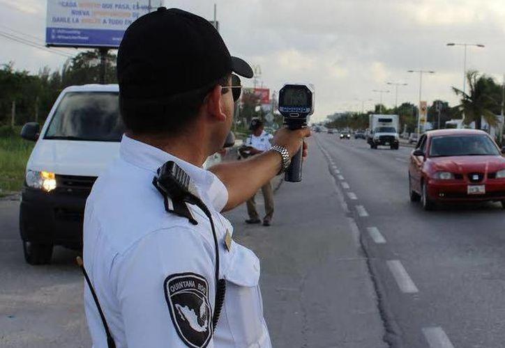 El operativo tiene como objetivo regular la velocidad con que circulan los automovilistas. (Redacción/SIPSE)