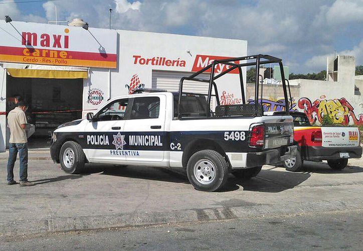 Hasta antes de mediodía, eran cuatro las tiendas de que ya habían sido víctimas de robo. (Foto: Redacción/SIPSE)