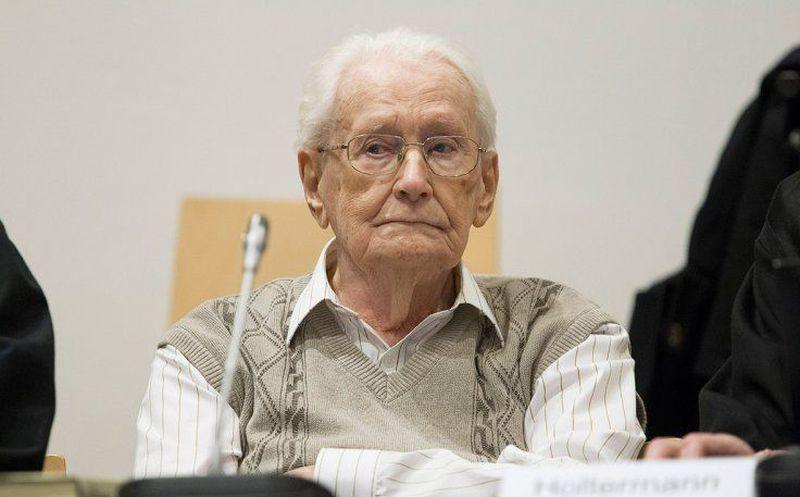 Murió el genocida nazi Oskar Gröning sin pisar la cárcel