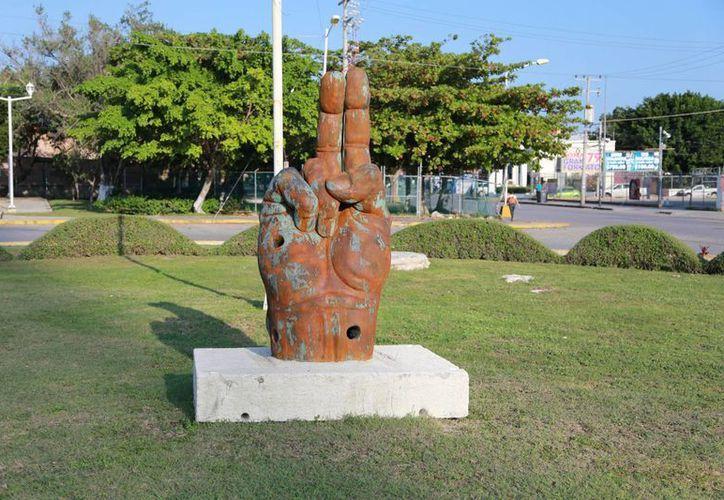 Una de las seis esculturas se muestra en la glorieta de Labná y Cobá. (Israel Leal/SIPSE)