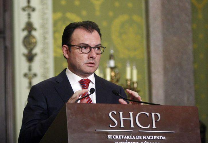 Luis Videgaray, secretario de Hacienda afirmó que la caída del precio del petróleo se debe a que el crecimiento económico mundial está más lento. (Notimex)
