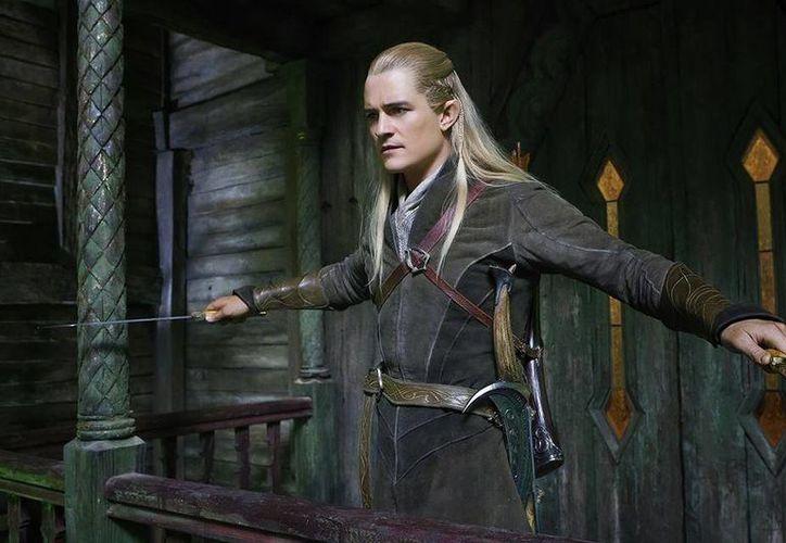 Orlando Bloom dejó a los Piratas del Caribe, pero sigue dándolo todo con el elfo Légolas. (Facebook/El Hobbit)