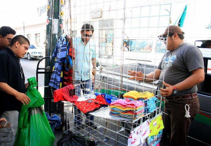 Se sugirió restablecer descuentos en impuestos a las personas del comercio informal que se incorporen a la formalidad. (Archivo SIPSE)