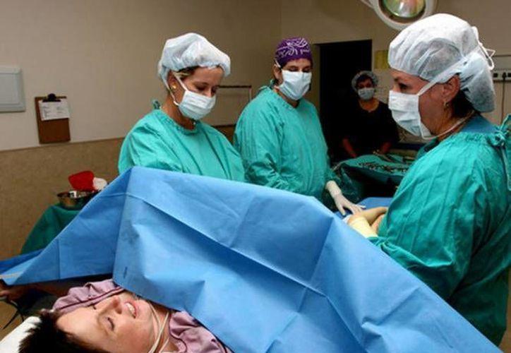 Mientras el subsecretario de Prevención de Salud de México asegura que la mayoría de los nacimientos en el país ocurre sin problemas, activistas lo desmintieron. (Agencias/Contexto)