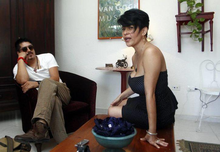 El pintor Hericko Delfín y la diseñadora Kika  Rodríguez. (Christian Ayala/SIPSE)
