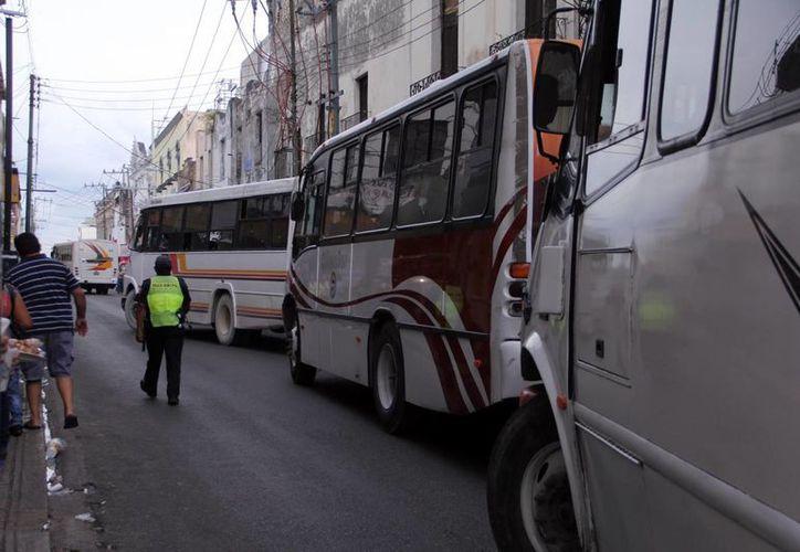 El crecimiento del parque vehicular satura el tráfico en el Centro Histórico de Mérida. (Milenio Novedades)