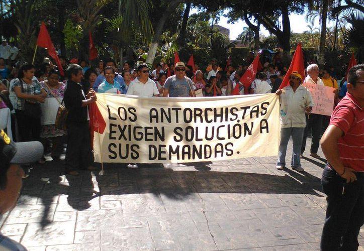 Los manifestantes solicitaron al Gobierno del Estado diversos apoyos como caminos sacacosechas en sus comunidades. (José Salazar/Milenio Novedades)