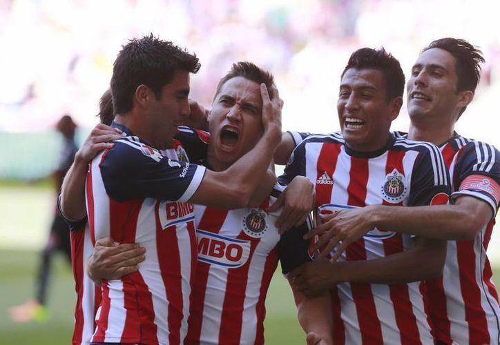 Chivas de Guadalajara se mantuvo en el primer sitio del Grupo Tres de la Copa MX al llegar a 10 puntos, gracias a que derrotó al Zacatepec. (Notimex/Foto de archivo)