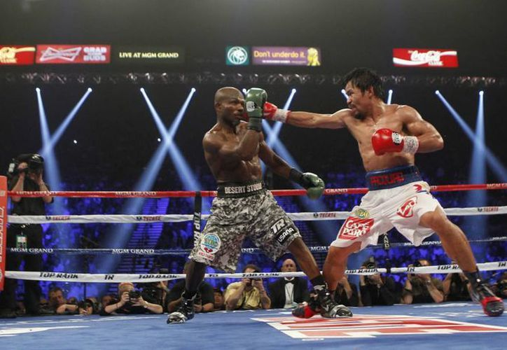 Manny Pacquiao adelantó su concentración para la pelea de box contra Floyd Mayweather Jr. En la foto, el filipino en combate contra Tim Bradley. (Notimex)