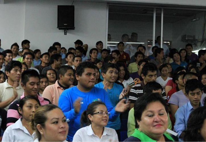 Reciben a los alumnos de nuevo ingreso en el Tecnológico de Felipe Carrillo Puerto. (Manuel Salazar/SIPSE)