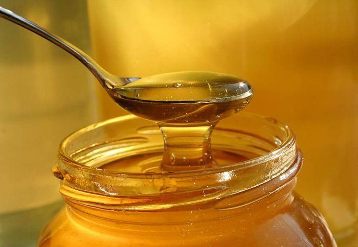 Utilizar la  miel como endulzante, debe de ser con medida. (Contexto/Internet)